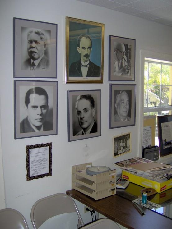 https://cubanuestraeu8.files.wordpress.com/2011/09/colegio.jpg