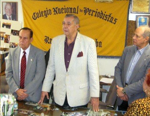 El nuevo Decano Salvador Romaní agradeciendo la arrolladora victoria obtenida por la candidatura