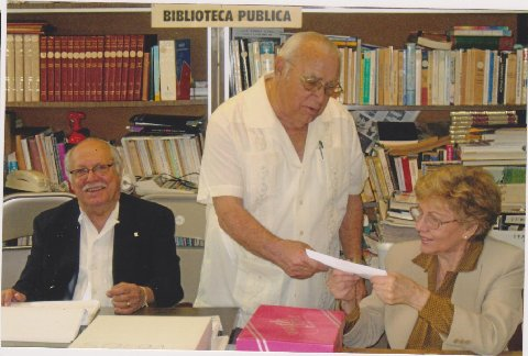 Los miembros de la Comisión Electoral, Roosvelt F. Bernal, Secretrario;  Francisco Alayón, Vocal y Vilma M. Planas, Presidente