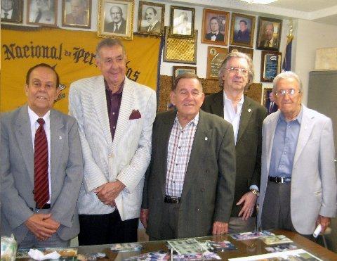 De izquierda a derecha el diputado Sergio Galán Pino; el Decano Salvador Romani; y los Ex-Decanos , Vicente P. Rodriguez, Luis Felipe Marsáns y Abelardo Garca-Berry.