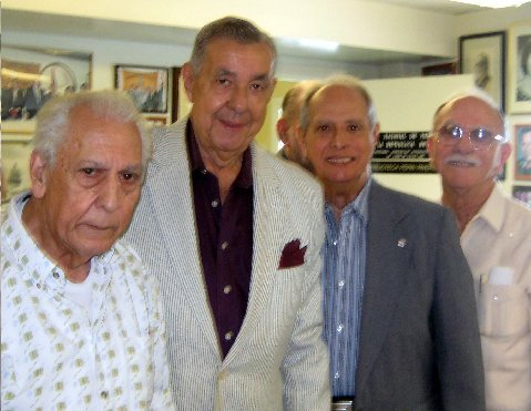 El Decano y tres de los cuatro Vicedecanos electos.Fueron elegidos Vicedecanos:, Jesús Angulo 1er, Carlos Alvarez del Castillo, Segundo; Luis Gonzalez LalondryTercero y Felix Paret, Cuarto.