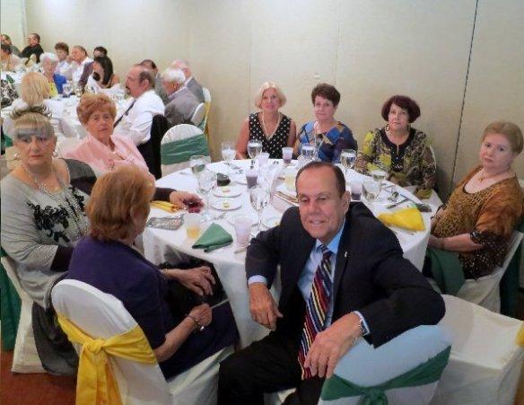 El Diputado Sergio Galan Pino rodeado de distinguidas damas cubanas