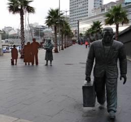 Puerto de Vigo. Monumento a los emigrantes.