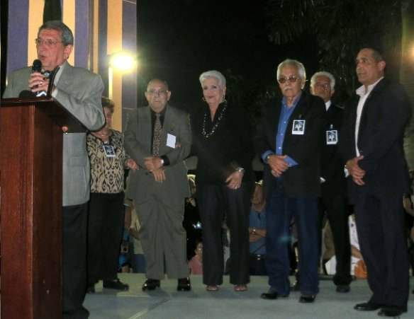 De izquierda a derecha, el Vicepresidente Renato Gómez, la miembro - Kopia