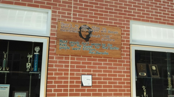 """imagen de Ernesto """"Che"""" Guevara del vestíbulo del Central High School (CHS)"""