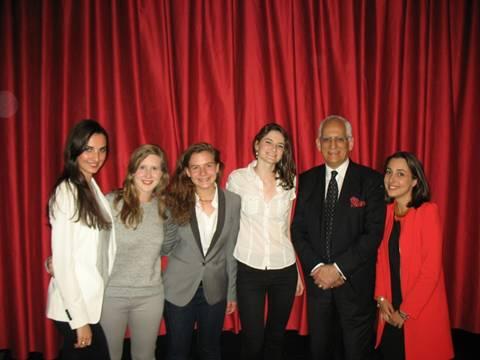 Con cinco estudiantes que asistieron al homenaje. De izquierda a derecha: Faustine, Alix, Audrey, Charlotte y  Julie. SMN, 5 de junio de 2014.